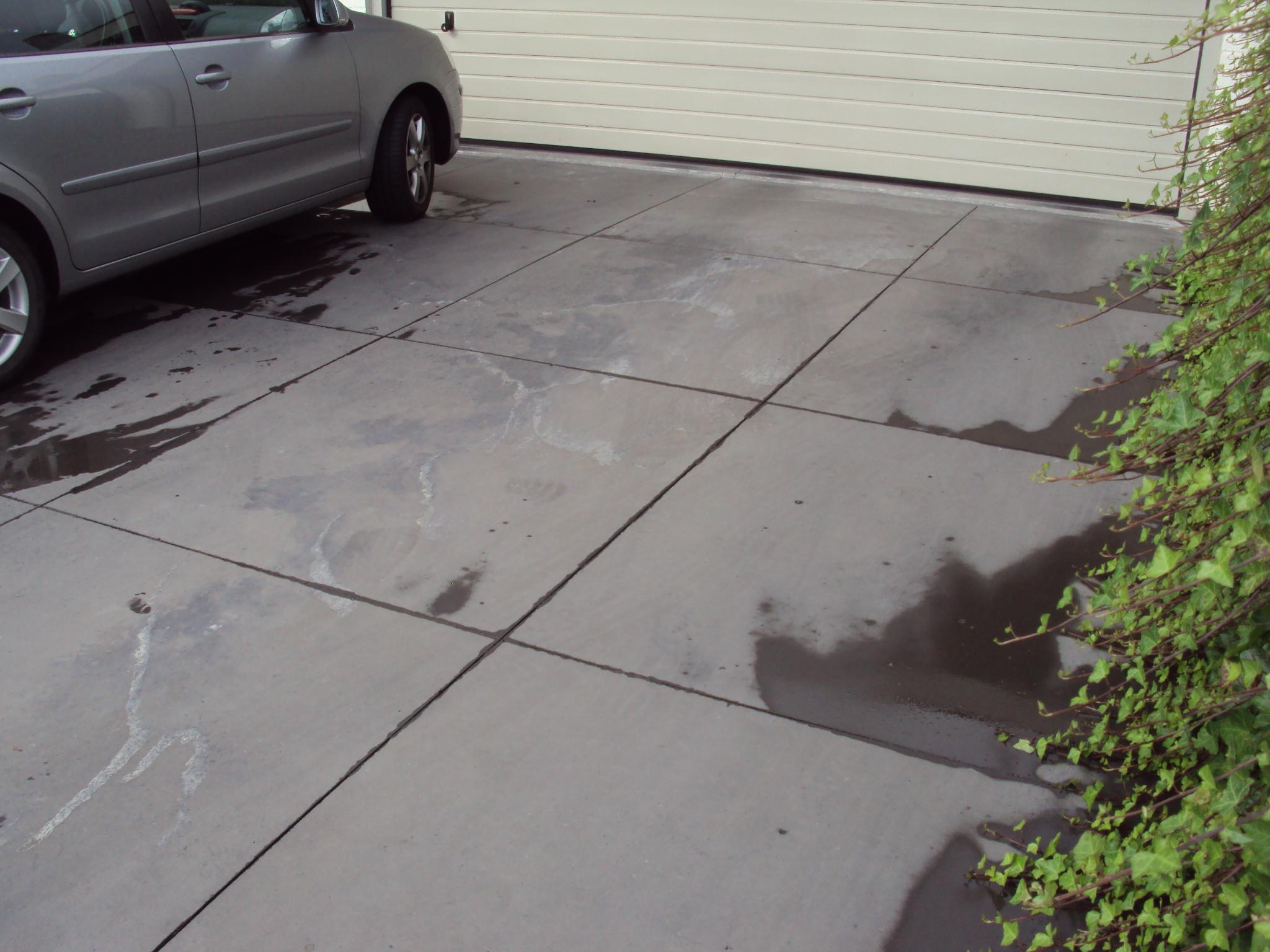 Tegels Voor Oprit : Oprit natuursteen tegels geplaatst onder helling tamsin